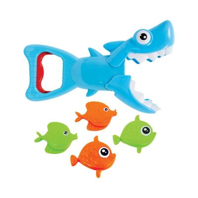 tubarao-pega-peixinhos-buba